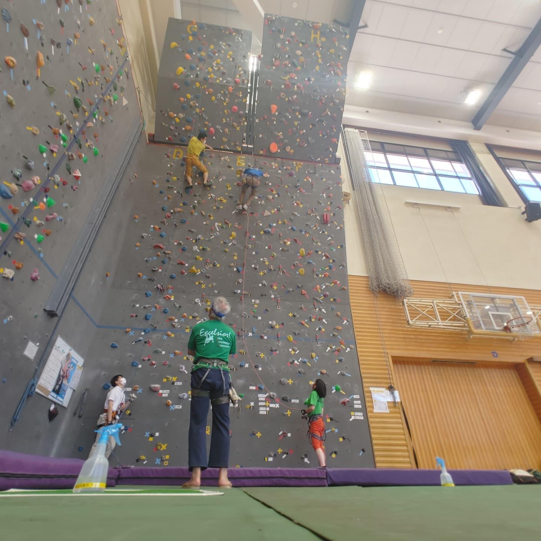 習志野東部体育館で行われたクライミングの練習会のお手伝いに行ってきました。