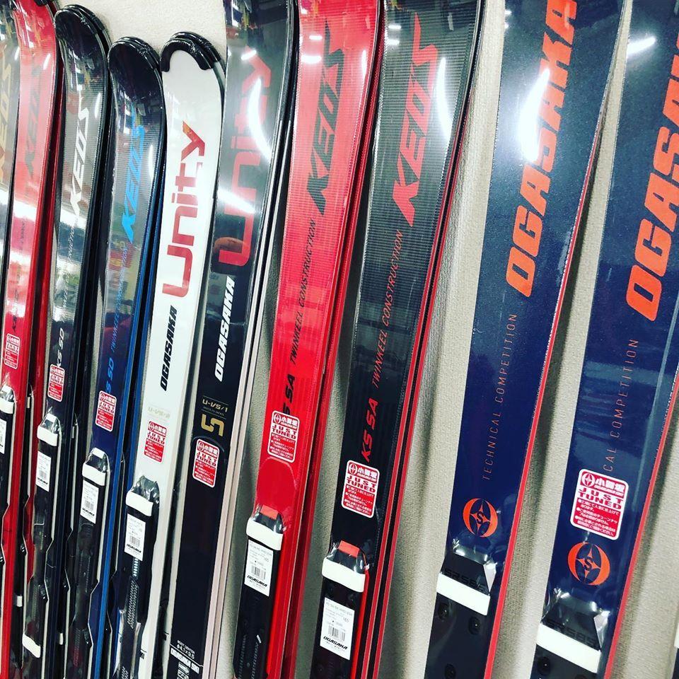 YYルームにてスキー用品の展示をはじめました
