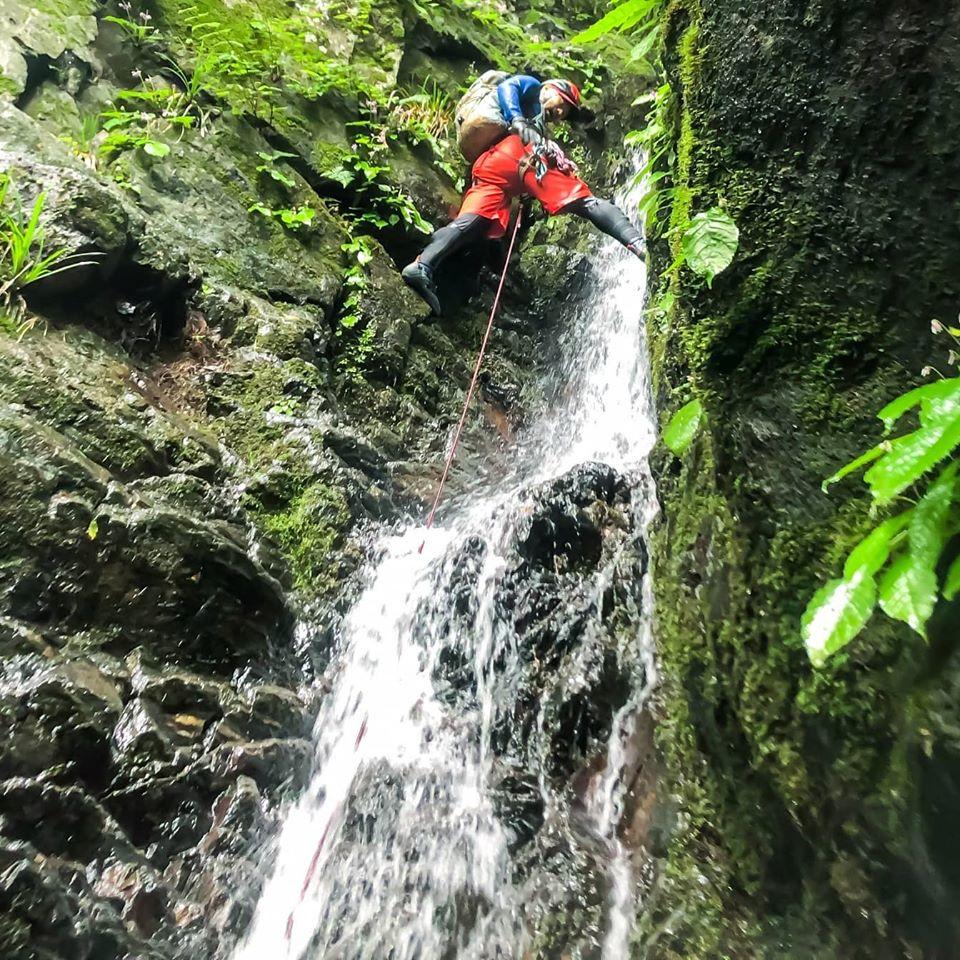 雨の時でも楽しめる『沢登り』を覚えると山が一層楽しくなります!