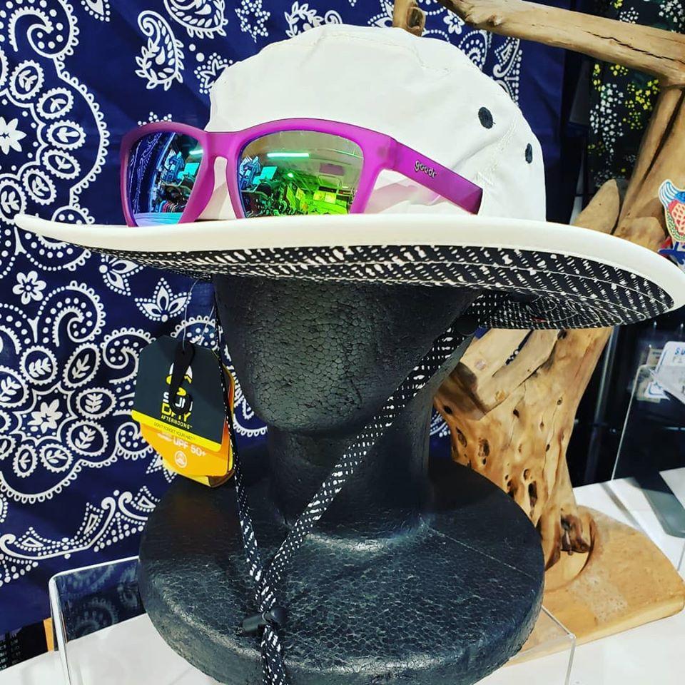 サングラスホルダー付き帽子のご紹介