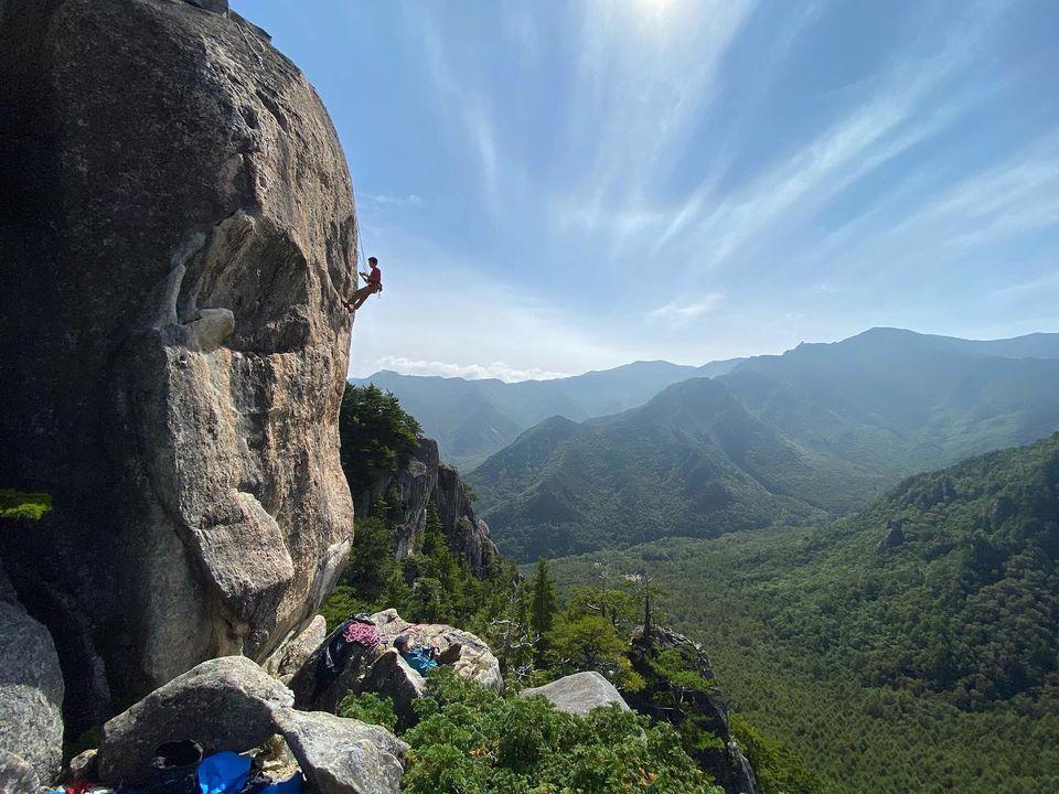 先日のお休みは、小川山の屋根岩5峰に行ってきました
