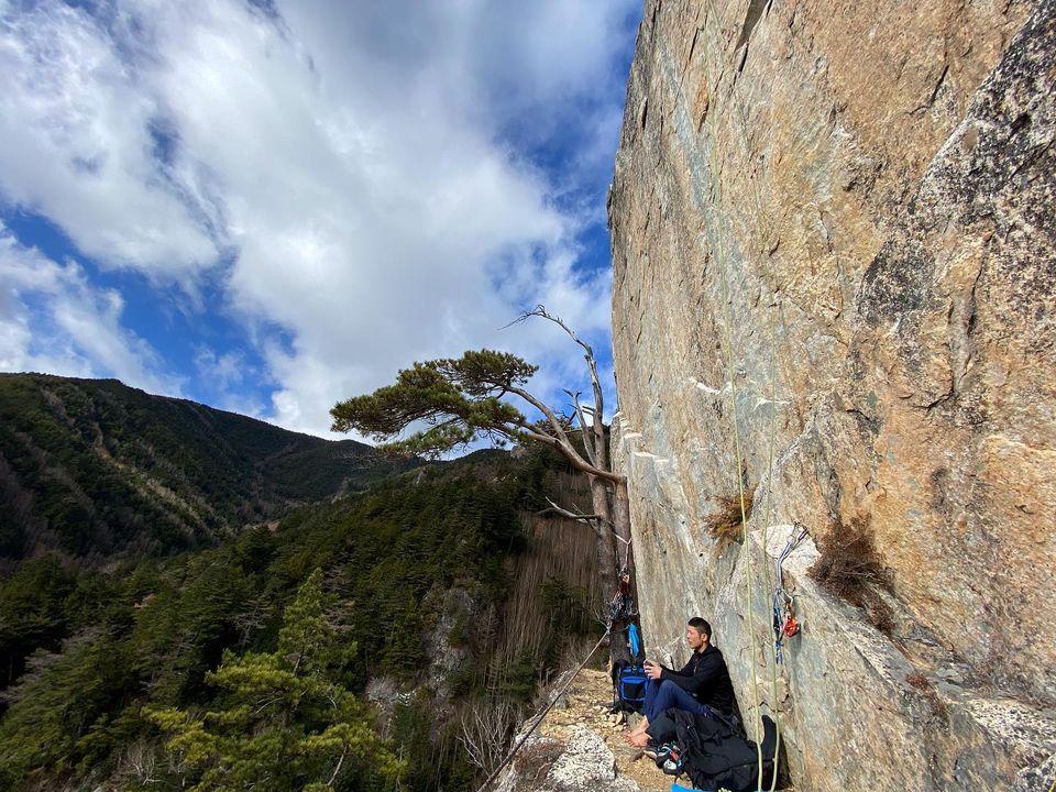 先日、小川山のゴジラ岩と屋根岩5峰に行ってきました