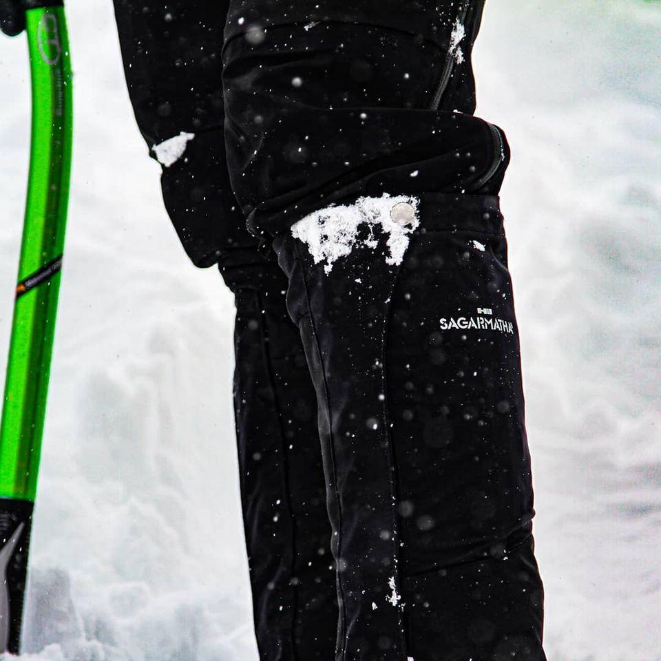 シャープでタイトシルエットの雪山用のゲイターで足元スッキリ!
