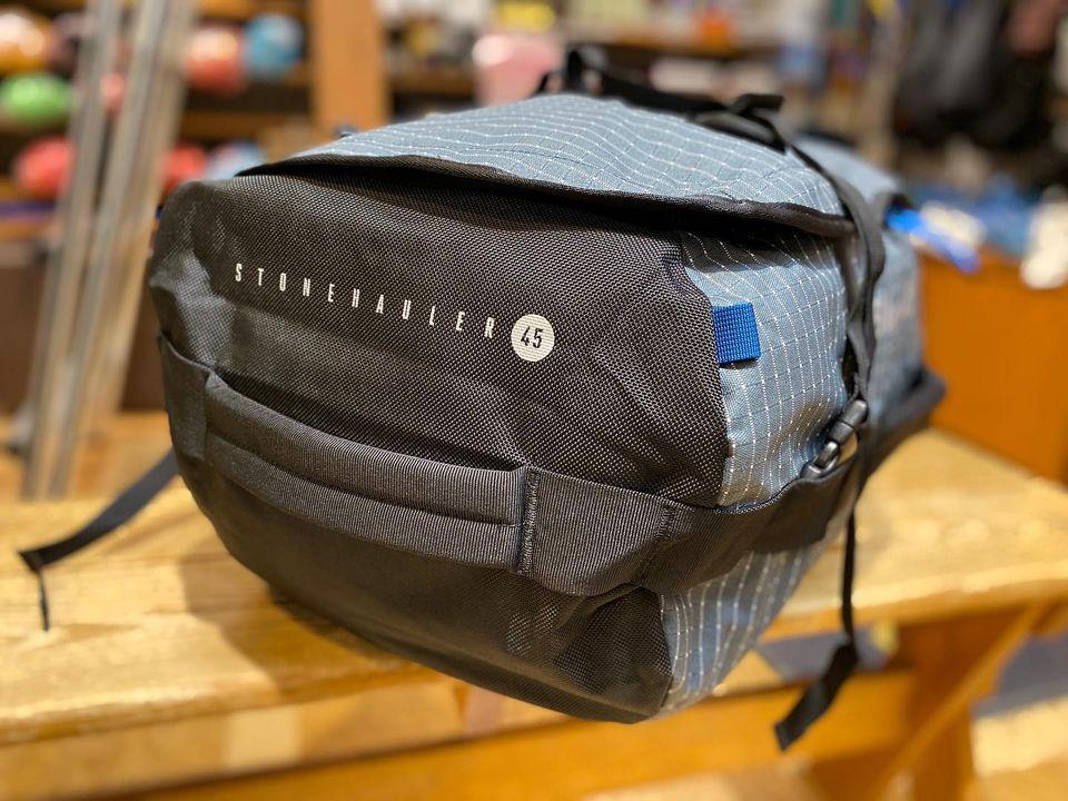クライミングからキャンプ、ショートトリップまでタフに使えるダッフルバッグの紹介
