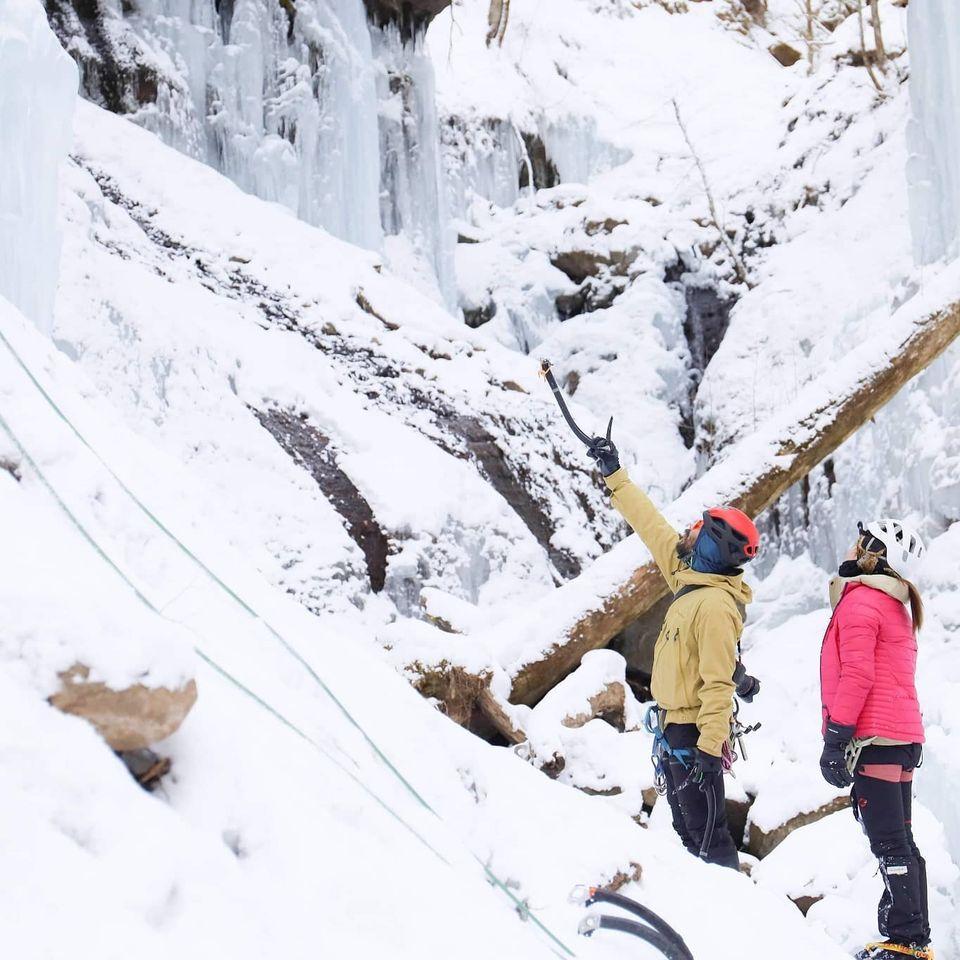アイスクライミングだけでなく、雪山の登山にも活躍すること間違いなしのベースレイヤーのご紹介