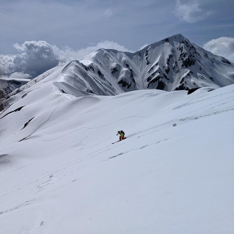 先日、立山に滑りに行ってきました!