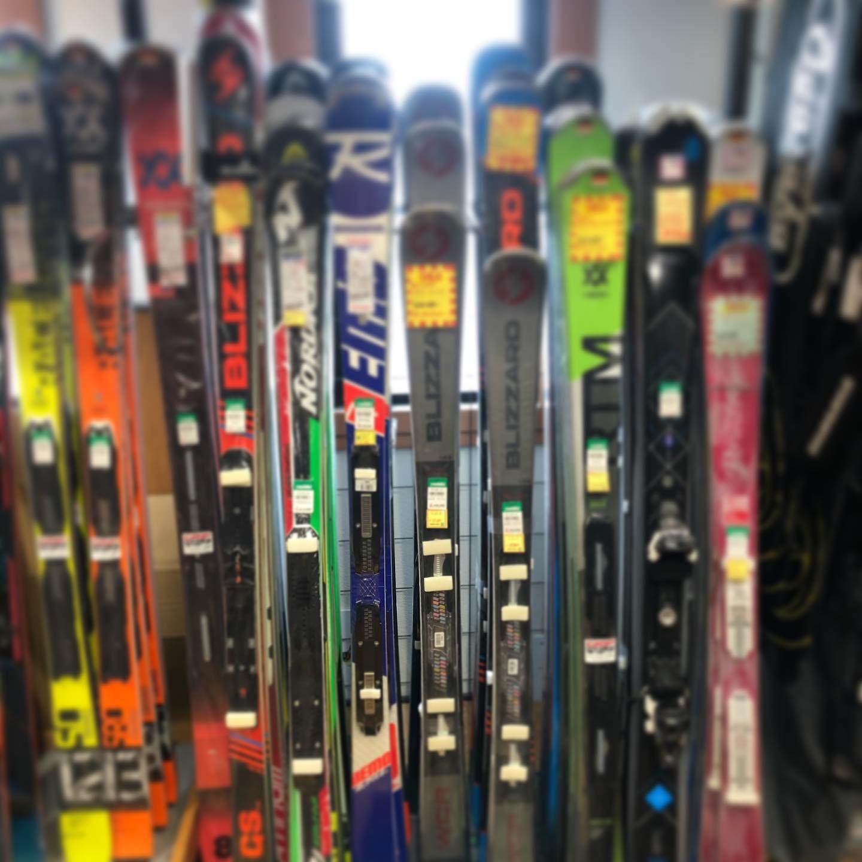 お年玉セール開催中。スキー一式&ウェアがお買い得です。