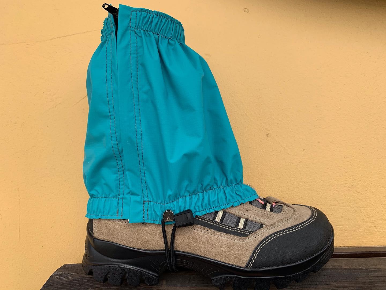 防水軽量で着脱も簡単なショートスパッツ。