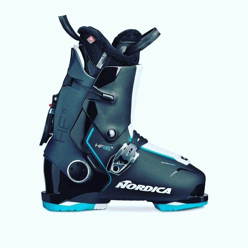 話題のスキーブーツのご紹介です。